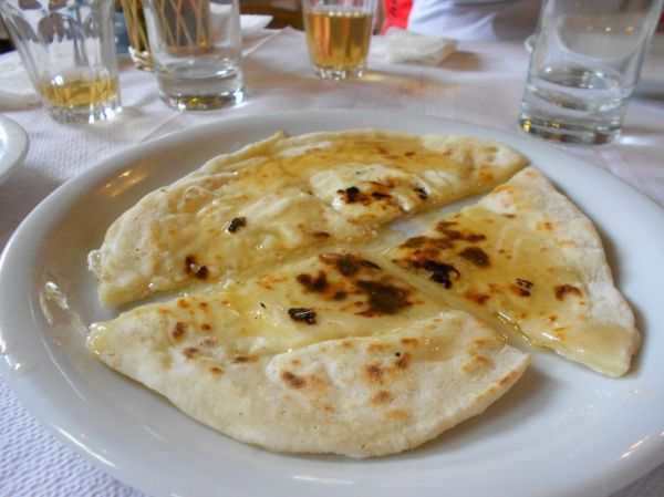 Sfakiani pita  (cheese pie with honey)