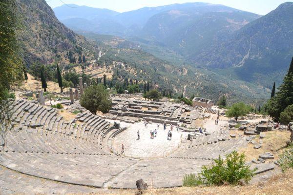 the Delphi Theatre seated 5000